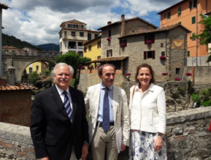 Carlos Gadsden (FIDEGOC), Moreto Botti (alcalde de Loro Ciuffena) y Gloria Ostos (Participa) 2018
